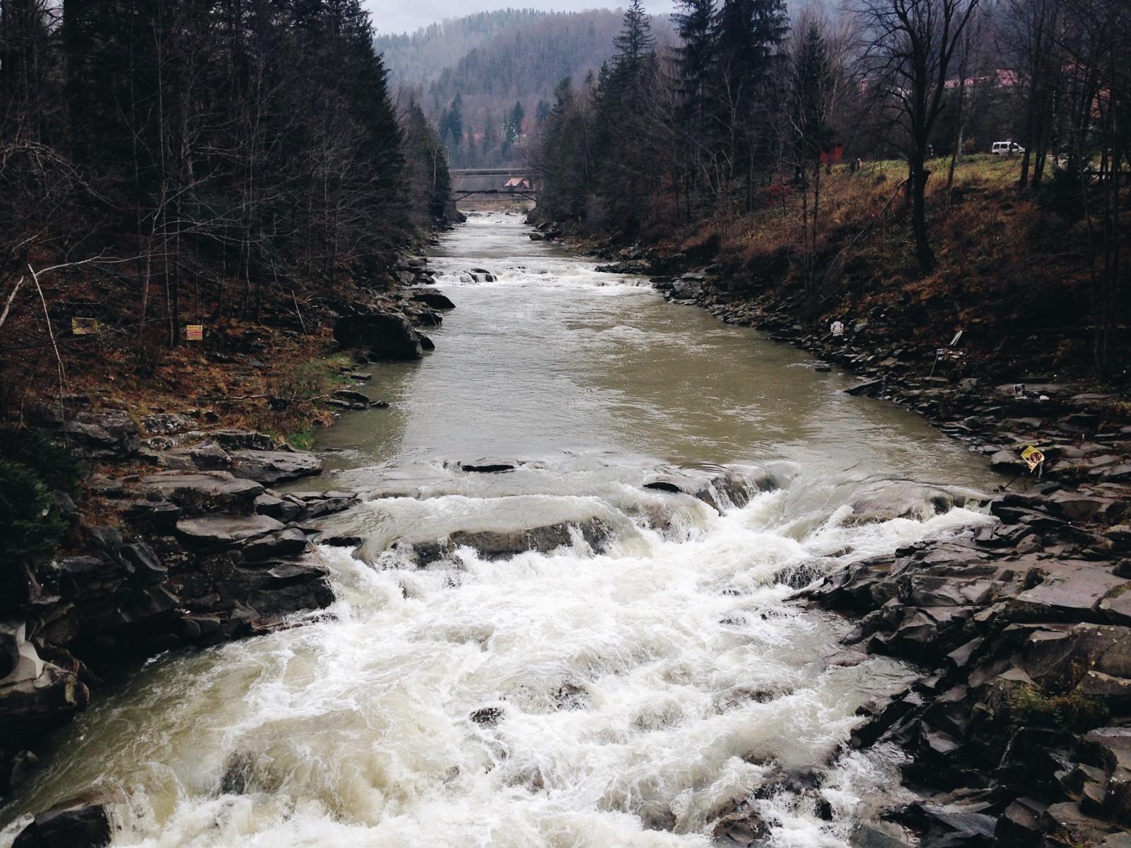 Природные богатства Украины: водопад Пробий в Яремче