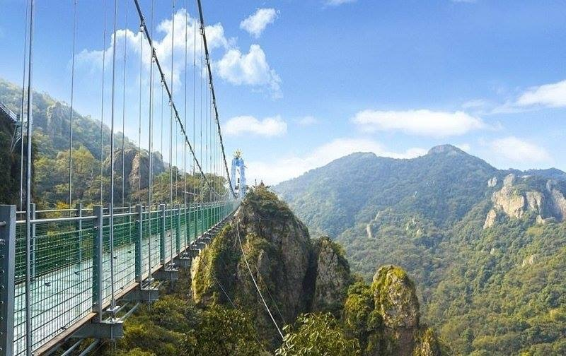 В Китае открыли самый длинный в мире стеклянный мост