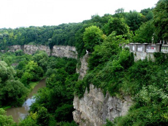 Куда поехать весной в Украине: 8 интересных мест