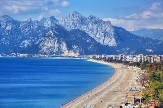 Анталия — обладательница наибольшего количества пляжей, отмеченных «Голубыми флагами».