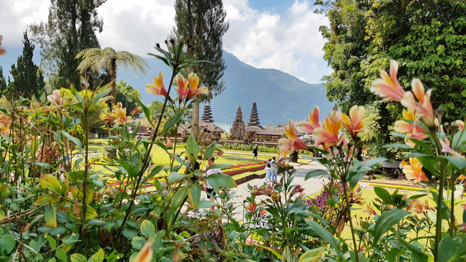 Озеро Братан и главный «водный» храм Бали — Пура Улун Дану